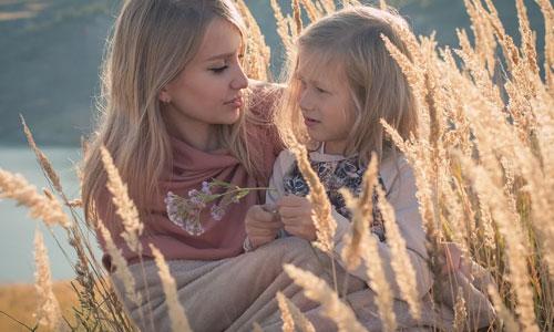4-veje-til-at-blive-en-dygtig-leder-af-familien-Lyt-til-alles-meninger